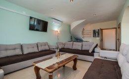 Villa Katy living room