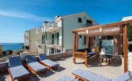 Villa Katy Sevid sun loungers